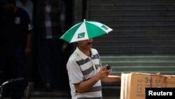 د پاکستان ټېلي کميونيکېشن اتهارټي شمېرې ښي په ملک کې د تېر جولای نه تر جنورۍ مياشتې پورې د موباېل استعمالونکو شمېر کې يو کروړ اضافه شوې ده۔ اداره وايي دغه موده کې د يوسل اته شپيته ميلين نه يو سل اته اوويا ميلين ه زيات شوې دې