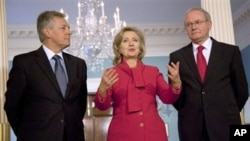 Secretary of State Hillary Rodham Clinton meets Northern Ireland First Minister Peter Robinson, left, and Northern Ireland Deputy First Minister Martin McGuiness Tuesday, Oct. 19, 2010, at the State Department in Washington. (AP Photo/Evan Vucci)