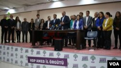 HDP mayors-elect protest the decision of YSK in Diyarbakir