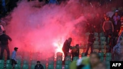 Prizor sa fudbalskog nasilja na stadionu u Port Saidu, u Egiptu, 1. februar 2012.