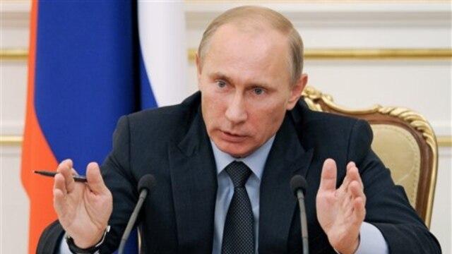 Vladimir Putin, primer ministro de Rusia avala el proyecto de ley, que lleva el nombre de un niño ruso adoptado por una pareja estadounidense y falleció mientras lo tenían a su cargo.