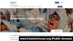 """Naslovna strana izveštaja """"Sloboda u svijetu 2021 - Demokratija pod opsadom"""" međunarodne nevladine organizacije Freedom House (Foto: www.freedomhouse.org)"""
