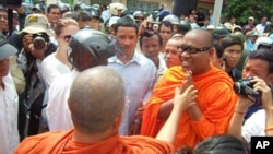 Loun Savath said in an interview with VOA Khmer that he is following the teachings of Buddha by defending human rights and he vowed to continue his activism.