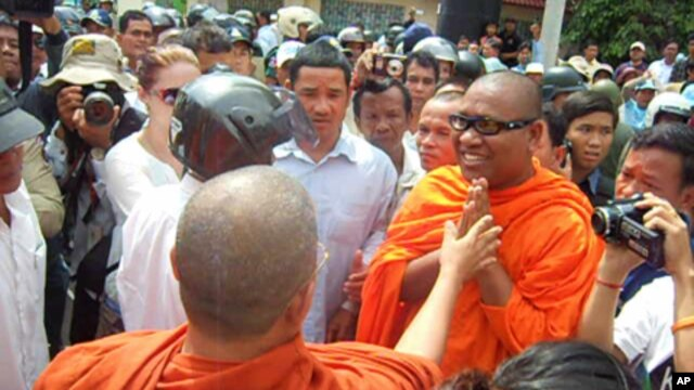 Loun Savath said Thursday he is following the teachings of Buddha by defending human rights and he vowed to continue his activism.