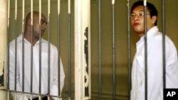지난 2006년 호주 국적의 앤드류 찬 씨(오른쪽)와 미우란 수쿠마란 씨가 인도네시아 발리에서 재판을 받은 후 수감되어 있다.