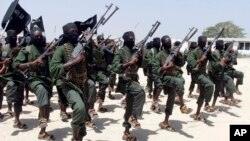 "Militan Al-Shabab menerapkan ""perang ekonomi"" di Somalia (foto: ilustrasi)."