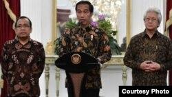 Presiden Jokowi di Istana Merdeka Kamis malam (13/10) menyampaikan duka cita yang mendalam atas meninggalnya Raja Thailand Bhumibol Adulyadej. (foto: Biro Pers Kepresidenan RI).