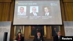 کنفرانس خبری معرفی برندگان نوبل شیمی ۲۰۱۶ در استکهلم سوئد. ۵ اکتبر ۲۰۱۶