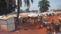 Le camp des déplacés de PK3 à Bria, le 12 juin 2018. (VOA/Freeman Sipila)