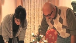 Some US Muslims Share in Christmas Traditions