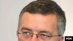 Komisaris HAM Jerman, Markus Loening juga meminta Belarusia membebaskan semua pembangkang yang dipenjara