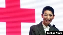 남북 적십자 대표단이 오는 4일부터 스위스 제네바에서 열리는 국제회의에 참석한다. 지난 1월 열린 '대한적십자사 창립 110주년 비전(Action 110-Yes! Red Cross)' 선포식에서 인사말을 하는 김성주 대한적십자사 총재. (자료사진)