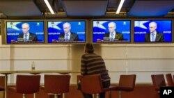 2月8日,欧盟理事会主席范龙佩在布鲁塞尔举行的媒体会议上