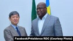 Président Félix Tshisekdi akutani na président ya JACI (Agence ya boyokoni ya Japon no molongo), Sinichi Kitaoka na cité ya Union africaine na Kinshasa, 15 juillet 2019. (Facebook/Présidence RDC)