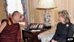 美国国务卿克林顿18日在国务院会见达赖喇嘛