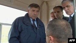 Šef EULEX-a Gzavije de Marnjak i kosovski ministar unutrašnjih poslova Bajram Redžepi na graničnom prelazu Merdare