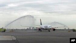 Avion Er Srbije na aerodromu JFK u Njujorku
