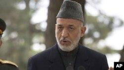 Претседателот Карзаи често ги критикува американските постапки во Авганистан, но исто така јавно истакнува дека сака да остане некаков вид на американско присуство во земјата.
