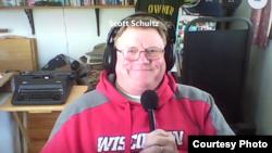 威斯康辛州报道农业新闻的记者斯科特·舒尔茨接受美国之音视频采访。