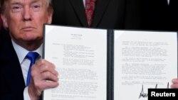 美国总统川普3月22日签署备忘录,准备对从中国进口的600亿美元商品加征关税