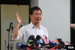2019年7月9日,香港泛民议员郭家麒记者会上驳斥特首讲话 (美国之音申华拍摄)