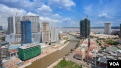 柬埔寨首都金边。2017年,将近一半来自中国的投资进入了柬埔寨的房地产市场。(2018年3月03日,美国之音朱诺拍摄)