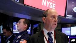 紐約證交所交易員戈登查洛普在工作。 2020年2月24日