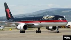 ტრამპის თვითმფრინავი თბილისის აეროპორტში, 2012 წელი, ალექსანდრე იმედაშვილის ფოტო