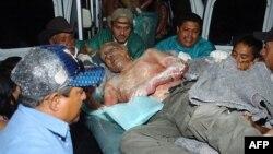 Người bị thương được đưa tới bệnh viện Escuela tại thủ đô Tegucigalpa sau vụ hỏa hoạn tại nhà tù ở thị trấn Comayagua