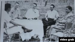 Ông Edward Lansdale (ở giữa) và TT Ngô Đình Diệm (phải)