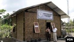 Contoh hunian sementara bagi para pengungsi korban letusan Gunung Merapi.