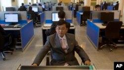지난해 1월 평양 김일성종합대학 컴퓨터실에서 한 학생이 인터넷 검색을 하고 있다.