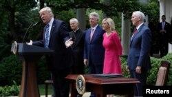 Le président Donald Trump parle au Rose Garden, à la Maison Blanche à Washington, 4 mai 2017.