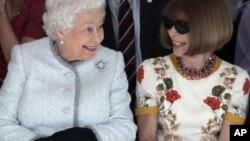 Королева Єлизавета на Лондонському тижні моди