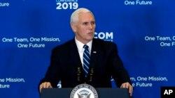 Вице-президент США Майк Пенс на конференции дипломатических сотрудников в Вашингтоне 16 января