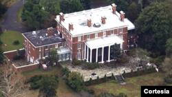 """Esta mansión rusa se ubica en la conjunción de los ríos Chester y Corsica, en Maryland. Es presentado como la mansión del embajador ruso dada su cercanía con Washington D.C. Sobre 20 hectáreas, esta """"residencia"""" es utilizada por diplomáticos del Kremlin desde hace décadas."""