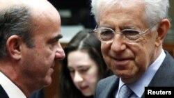 10일 유럽연합 재무장관 회의에 참석한 루이스 데 귄도스 스페인 재무장관과 마리오 몬티 이탈리아 재무장관.
