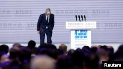 苹果公司首席执行官库克在中国浙江乌镇参加第四届世界互联网大会开幕式。(2017年12月3日)