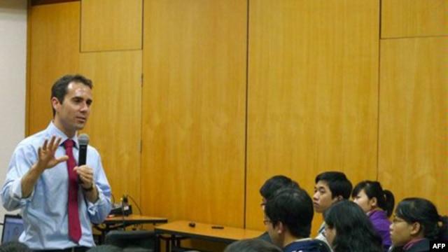 Ông Baer cho biết đã đề cập với giới hữu trách địa phương về tin tức Facebook bị chặn ở Việt Nam.