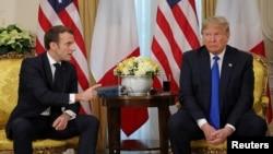 Predsednici Makron i Tramp tokom današnjeg sastanka u Londonu (Foto: Reuters/Ludovic Marin/Pool)