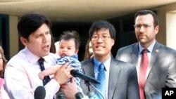 El presidente encargado del Senado de California, Kevin de León, entregó la información.