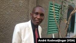 Dr Stack Yombatina Béni juriste et enseignant chercheur à l'ENA, N'Djamena, le 7 mars 2019. (VOA/André Kodmadjingar)