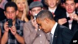 Tổng thống Obama cắt ngắn chuyến đi vận động tranh cử ở Florida sau vụ nổ súng bừa bãi ở Colorado
