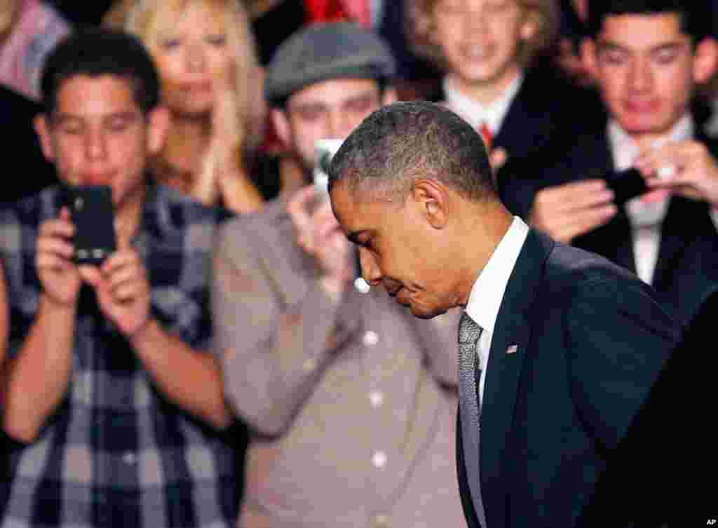 პრეზიდენტი ობამა ფლორიდაში ამომრჩეველთან შეხვედრაზე კოლორადოს მოვლენებზე საუბრობს. ტრაგედია კოლორადოს ქალაქ ავრორაში 20 ივლის გამთენიისას მოხდა.