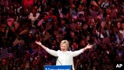 Hillary Clinton prononçant son discours historique à New York, mardi 7 juin 2016. (AP Photo/Julio Cortez)