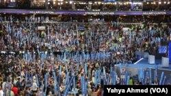 Yon koutje sou delege ki tap asiste Konvansyon Nasyonal Demokrat la nan Filadèlfi nan jounen 28 jiyè 2016 la.