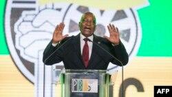 Le président de l'Afrique du Sud et du Congrès national africain, Jacob Zuma, s'exprime lors d'un dîner de gala présidentiel au NASREC Expo Center à Johannesburg le 15 décembre 2017.