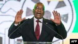 Le président de l'Afrique du Sud et du Congrès national africain, Jacob Zuma, s'exprime lors d'un dîner de gala présidentiel au NASREC Expo Center à Johannesburg le 15 décembre 2017, à la veille de la 54e conférence nationale du Congrès national africain