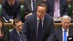 Britanski premijer Dejvid Kameron iznosi svoje argumente u parlamentu, 2. decembar 2015.