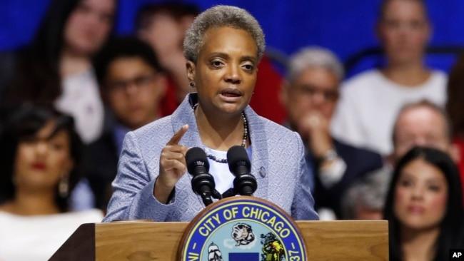 芝加哥首位黑人女市长呼吁城市改革